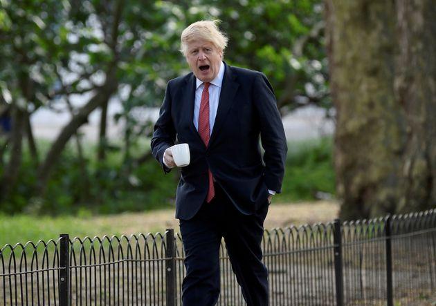 Boris Johnson, Premier ministre britannique, s'aère dans un parc après la fin du confinement...