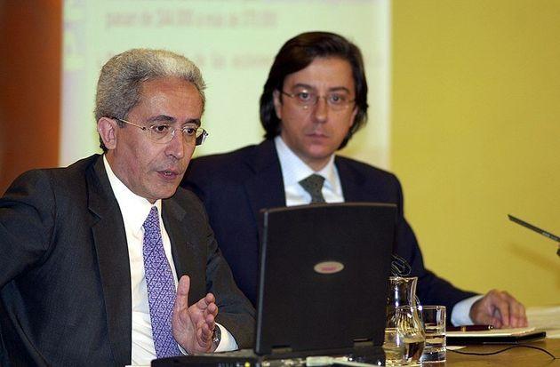 De fondo, el exportavoz del Gobierno de José María Aznar, Pío Cabanillas, en una imagen de