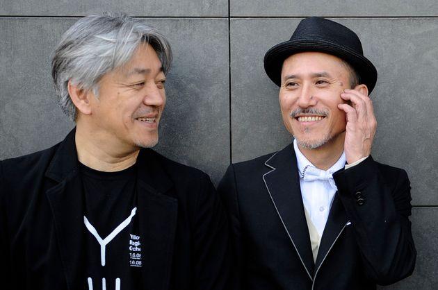 坂本龍一さん(左)と高橋幸宏さん(2008年撮影)