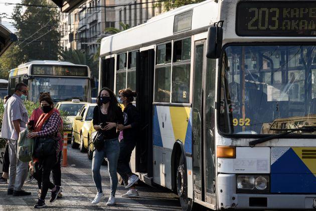 Εικόνες από λεωφορεία και τρόλεϊ στο κέντρο της