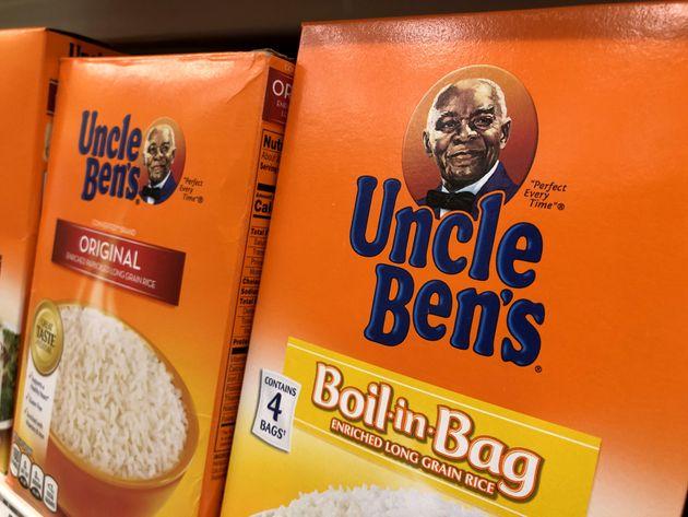 Des boîtes de riz Uncle Ben's sur une étagère dans un magasin Safeway, à San...