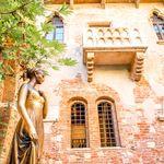 Ρωμαίος και Ιουλιέτα: Ερωτεύτηκαν από τα μπαλκόνια τους στο lockdown και τώρα