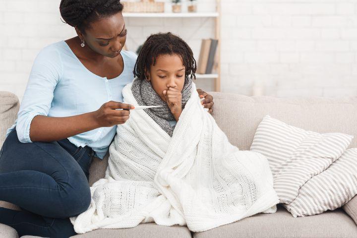 Cette année, les enfants qui présentent des symptômes d'allure grippale sont exclus de l'école et des services de garde en raison des mesures pour prévenir la propagation de la COVID-19.