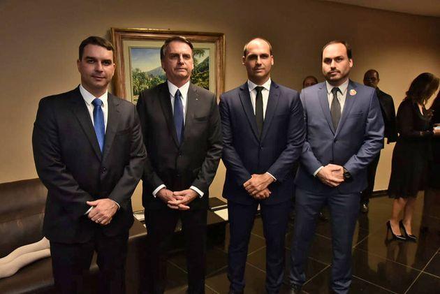 Bolsonaro e os três filhos que se tornaram políticos, Flávio, Eduardo e