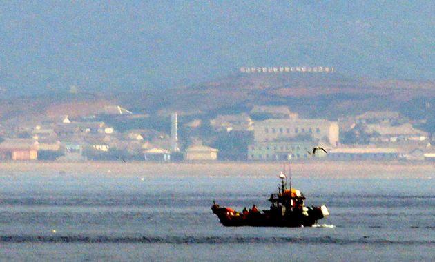 인천 옹진군 연평도에서 바라본 북한 해안