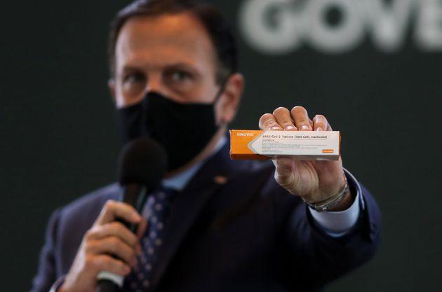 """Aos brasileiros de São Paulo, garanto que teremos a vacina para atender a totalidade da..."