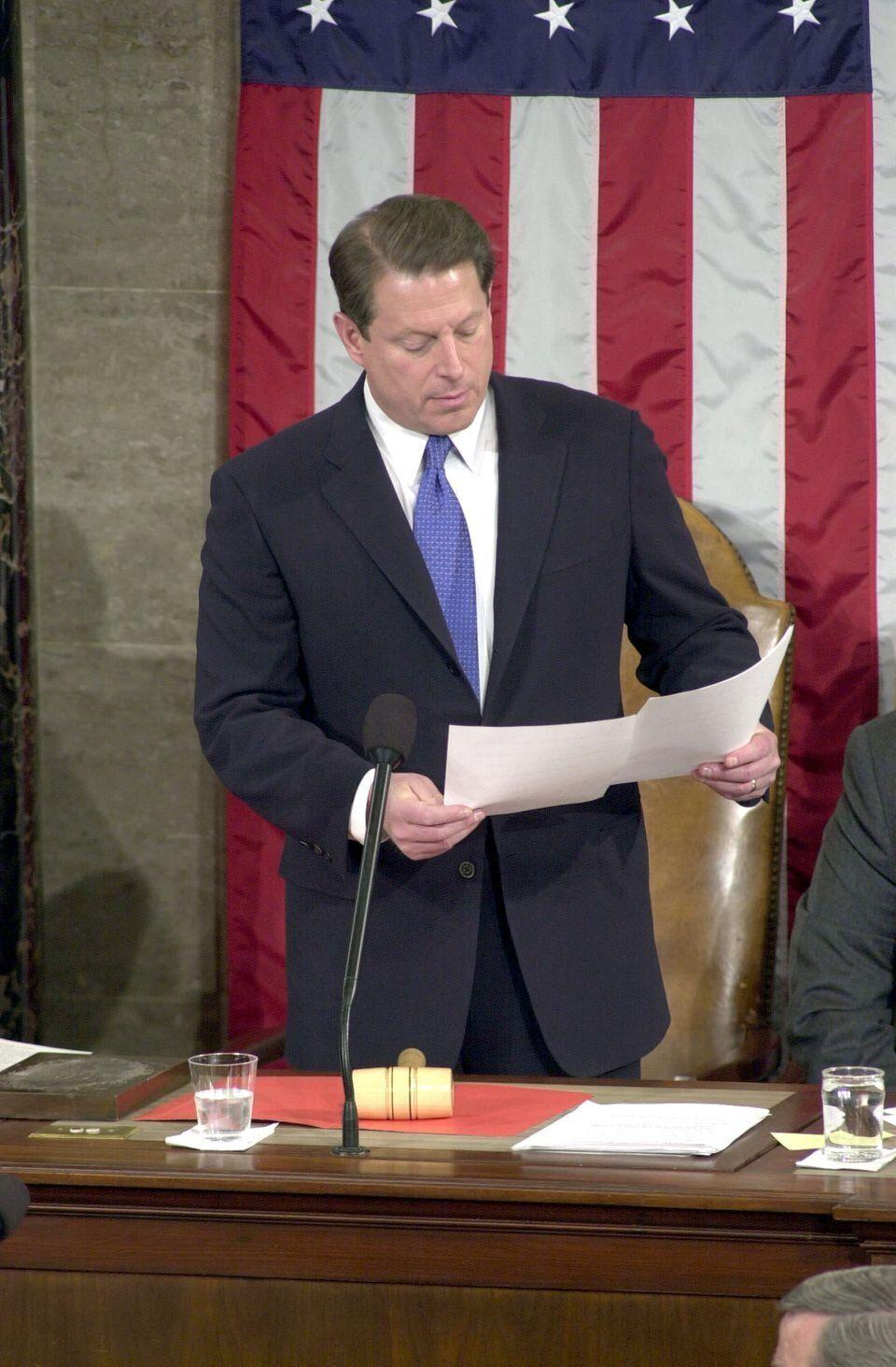 O então vice-presidente Al Gore viu-se na posição incômoda de certificar perante o Congresso, em janeiro...