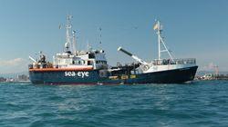 Un temps en route pour Marseille, le navire humanitaire Alan Kurdi accoste en