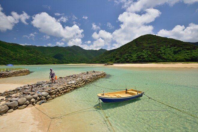 五島には、こうした人工物がほとんどない小さなビーチが点在している。その素朴さに魅了され、何度も通うようになってから早3年近く。(撮影:廣瀬健司)