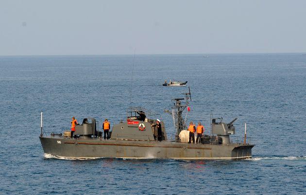 Un bateau militaire nord-coréen patrouille près du Mont Kumgan, en septembre