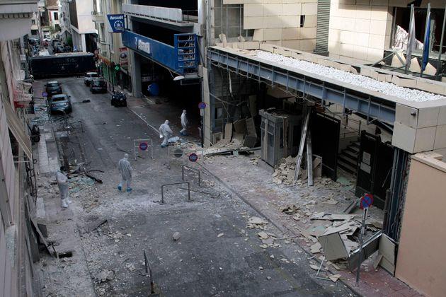 24/11/15 – Βομβιστική επίθεση στα γραφεία του Συνδέσμου Ελλήνων Βιομηχάνων, επί της οδού Ξενοφώντος 5,...