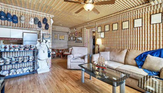 Η άλλη άποψη του στυλ: Μετέτρεψε το σπίτι του σε «ναό της
