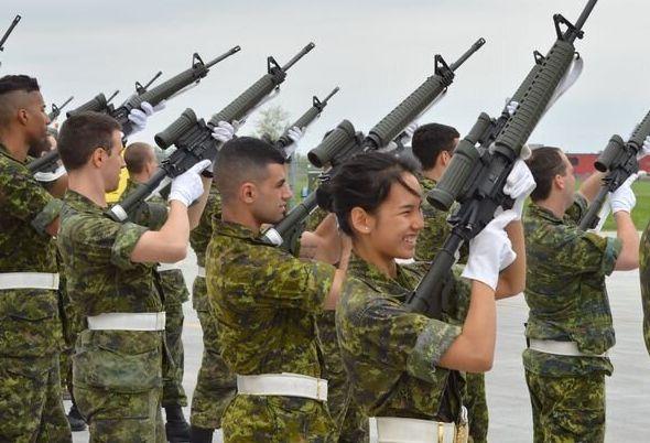 Kanica Saphan lorsqu'elle était dans les Forces armées canadiennes.