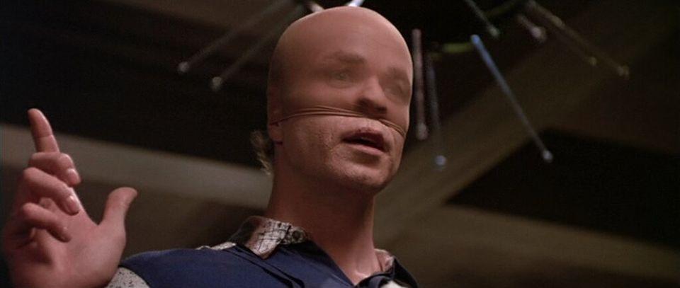 O bizarro primeiro encontro que o expectador tem com o Fada do Dente (Tom