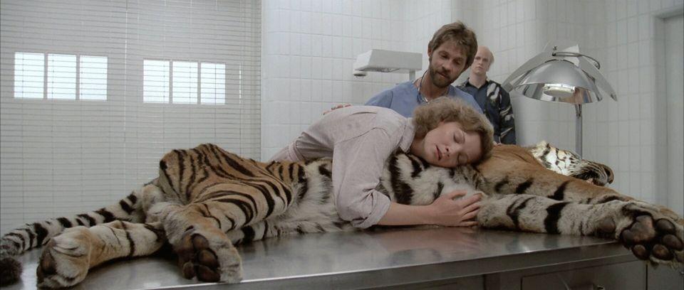 Joan Allen como Reba em seu encontro sensível e selvagem com um