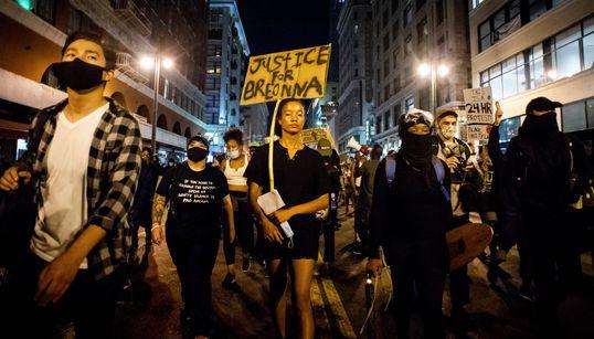 '흑인 여성 총격 경찰관에 면죄부' 미국 인종차별 항의시위가 다시 불붙고