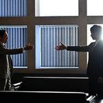 """『半沢直樹』にAirDropされた大和田の携帯、香川照之さんがカメラロールを公開⇨そこにいた""""1匹""""に注目集まる"""