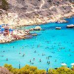 Βρετανοί τουρίστες εκμεταλλεύονται τα δωρεάν τεστ για να πάνε διακοπές στην