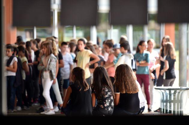 Dans la cour d'un collège de la banlieue de Toulouse en 2017 (photo