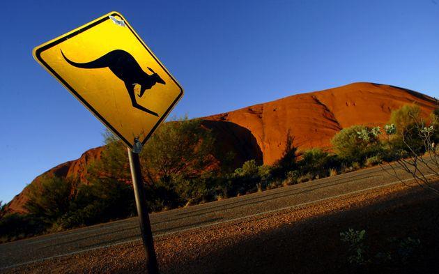 Un panneau près du site d'Uluru en