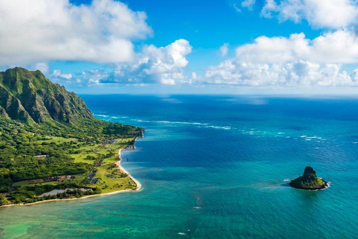 Κουαλόα Πόιντ και Τσίναμανς Χατ στην παραλία Κέινο Μπέι, στο νησί Οάχου στην Χαβάη.