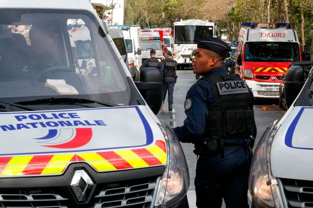 Despliegue policial en los alrededores del lugar donde se ha producido el ataque, en