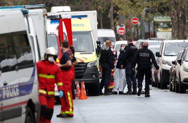 Une attaque et un colis suspect près des anciens locaux de Charlie Hebdo à