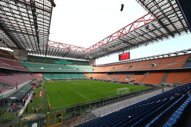 Ministero Salute diviso su riapertura stadi. Crisanti:
