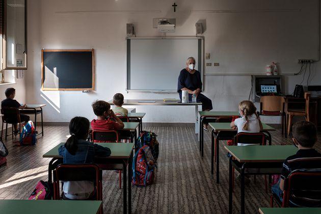 Scuola |  tampone anche solo in caso di presenza di sintomi da coronavirus