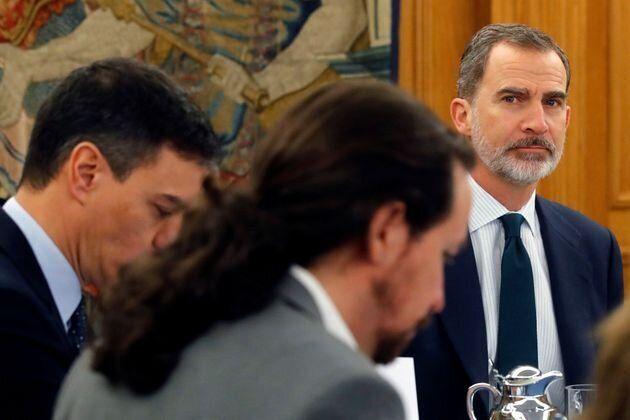 Felipe Vi mira ¿atentamente? a Pablo