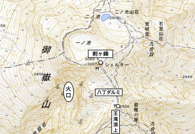 御嶽山頂上周辺の地図(地理院地図を加工して作成)
