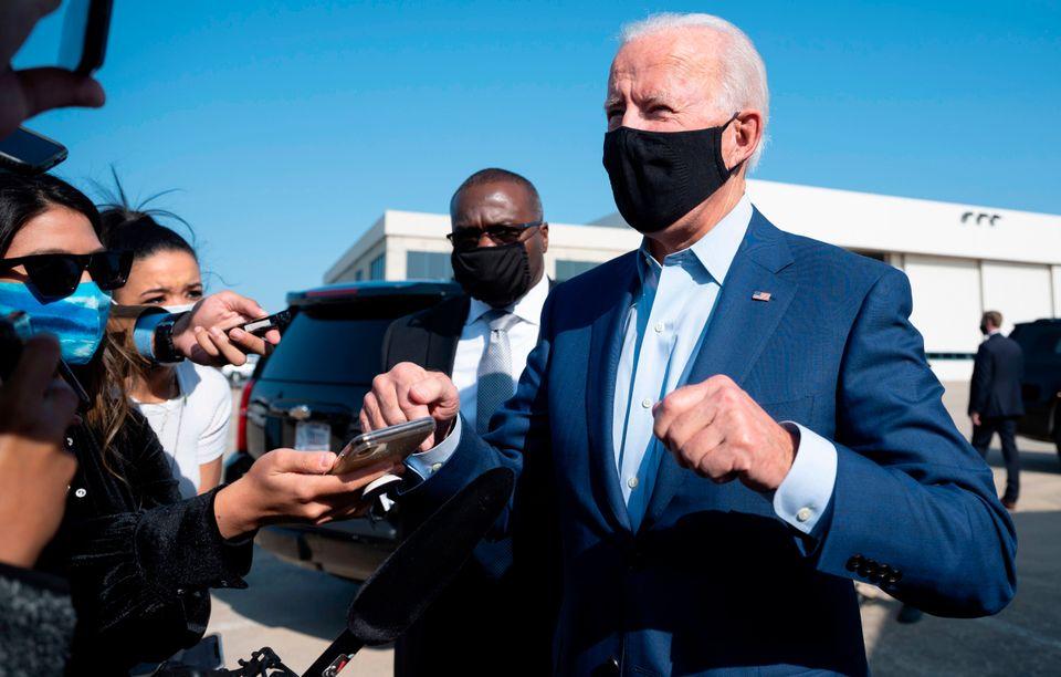 민주당 대선후보 조 바이든이 기자들의 질문에 답하고 있다. 2020년