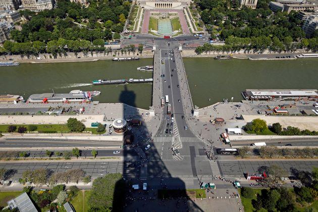 Une voiture tombe dans la Seine à Paris, trois personnes en arrêt cardiaque (photo: le pont...