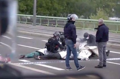 Ces policiers ont employé les grands moyens pour déloger ces militants d'XR à Rouen,...