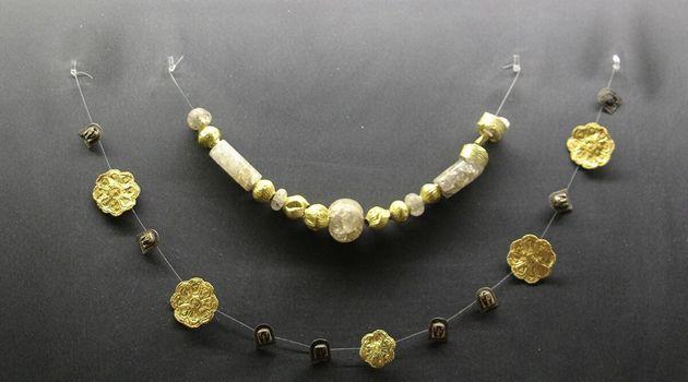 Περιδέραιο με χάντρες χρυσού και ορείας κρυστάλλου. 9ος αι.