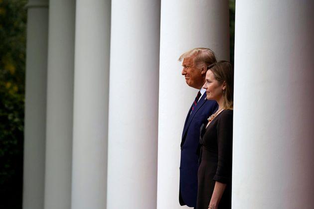 Le président américain Donald Trump et la juge Amy Coney