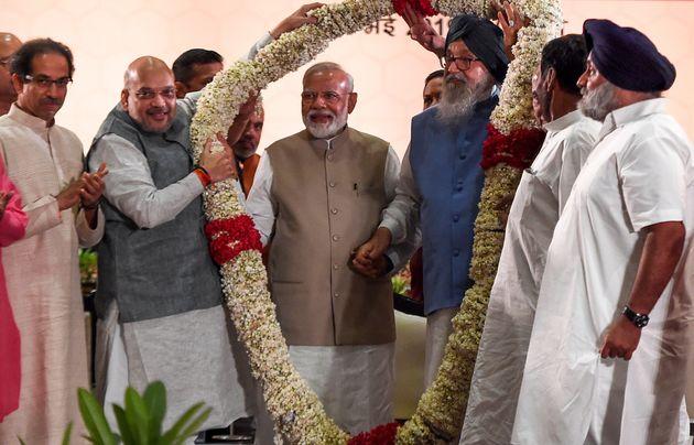 Shiv Sena party chief and Maharashtra CM Uddhav Thackeray with former Chief Minister of Punjab Parkash...