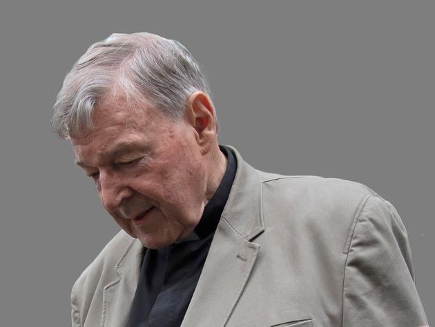 Caso Becciu, decisive per le indagini carte e confessioni del suo collaboratore monsignor Perlasca