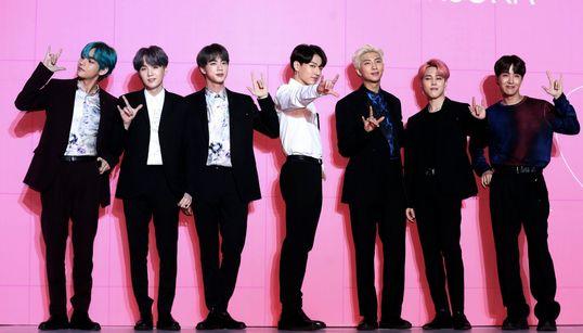BTS: Οι Πρίγκηπες της K-pop σαρώνουν και στο χρηματιστήριο - Σκοτωμός για μία