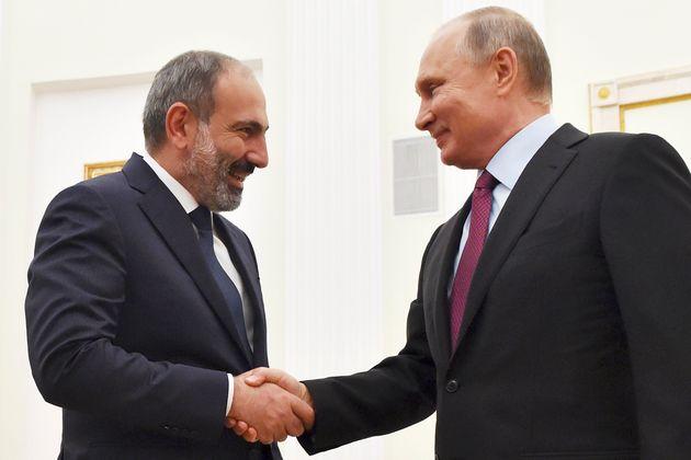 Ο Πούτιν με τον πρωθυπουργό...