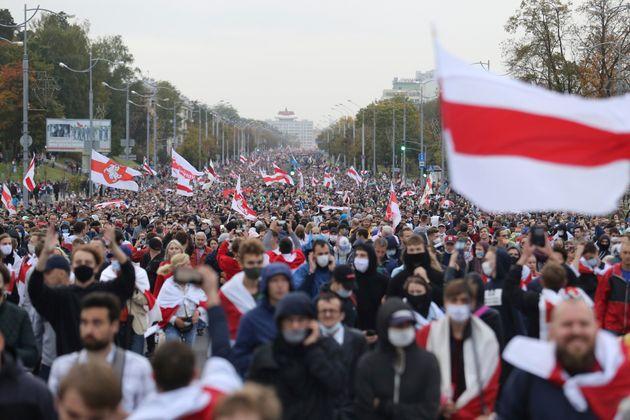 Εκατοντάδες συλλήψεις διαδηλωτών στη