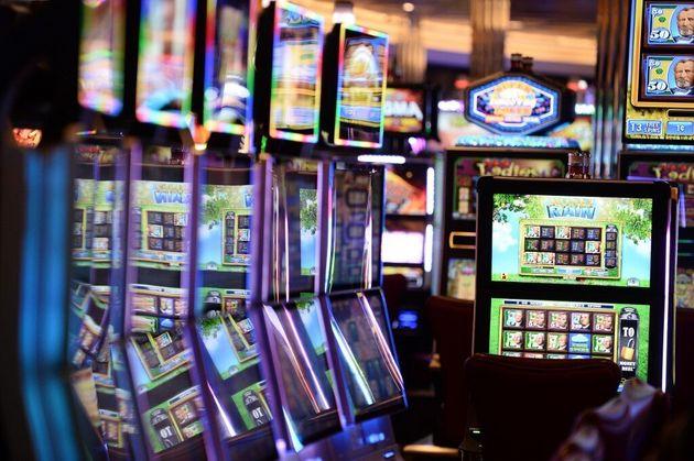 La taxe progressive sur le produit brut des casinos installés sur des bateaux de croisière battant pavillon...