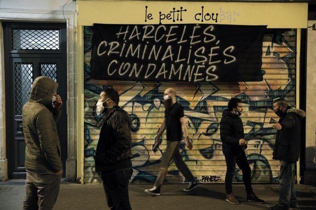 À Paris, quelques propriétaires de bars s sont réunis ce lundi 28 septembre, date d'entrée en vigueur...