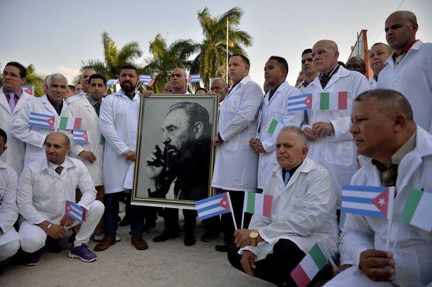 """""""Grazie fratelli"""". I medici cubani  arrivati per aiutare l"""