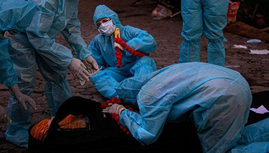 Ένας νεκρός από κορονοϊό κάθε 16 δευτερόλεπτα. Κι όμως ο ΠΟΥ λέει πως οι αριθμοί είναι