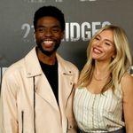 Chadwick Boseman avait réduit son salaire pour que Sienna Miller soit mieux