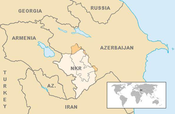 中央のNKRと書かれた色の薄い部分が「ナゴルノ・カラバフ共和国」の実効支配地域。「ナゴルノ・カラバフ自治州」よりも大幅に広い地域を支配している。