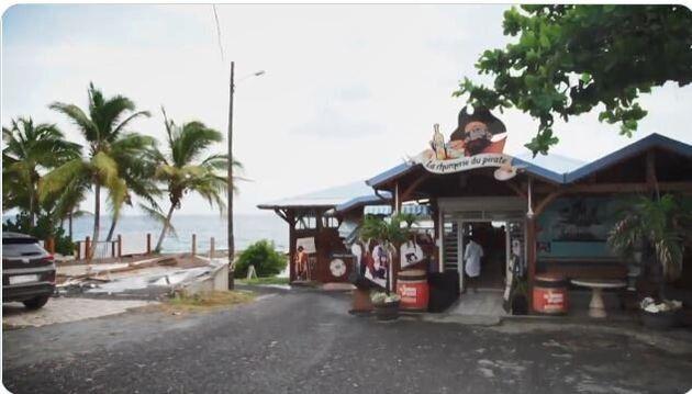 Placée en zone d'alerte maximale Covid-19, la Guadeloupe ferme ses bars et restaurants pour deux...