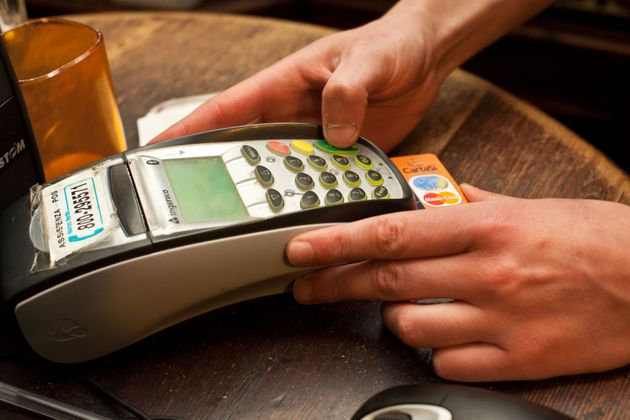 In Francia spariscono i bancomat. La via transalpina al cashless