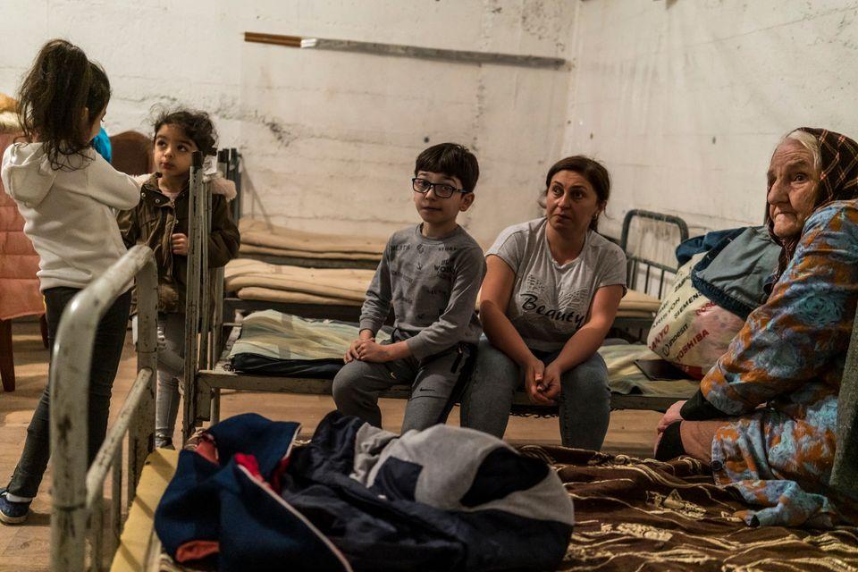 Μητέρς και παιδιά σε καταφύγιατου...